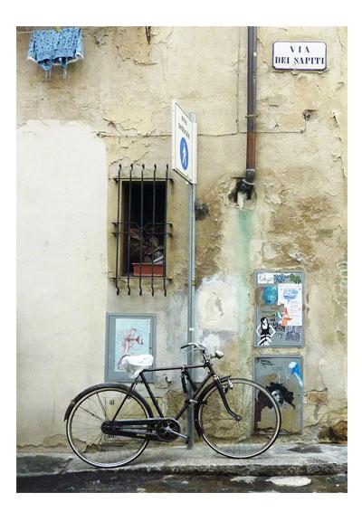 Dieses Bild hat ein leeres Alt-Attribut. Der Dateiname ist Fahrrad-in-Florenz.jpg